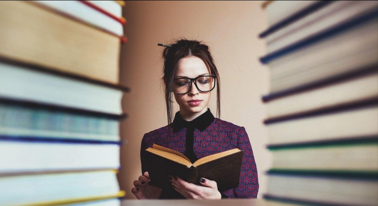 Фотоконкурс «С книгой по жизни».
